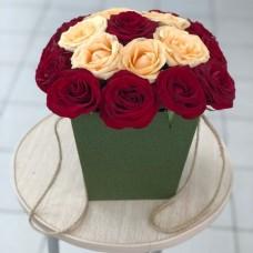 Розы Эквадор в коробке