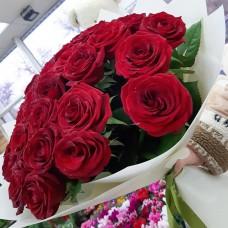 Шикарные бордовые розы 70 см